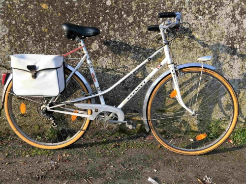 vélo ancien femme.jpg