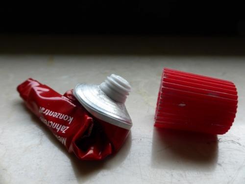 tube dentifrice.jpg