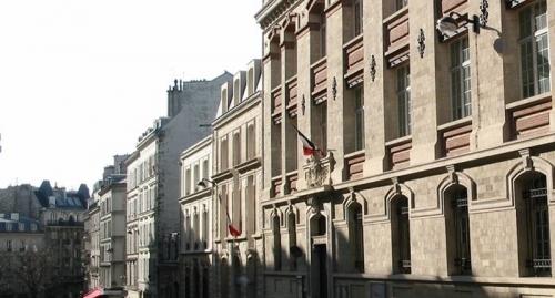 la-facade-de-l-ecole-du-15-de-la-rue-turgot-a-paris.jpg